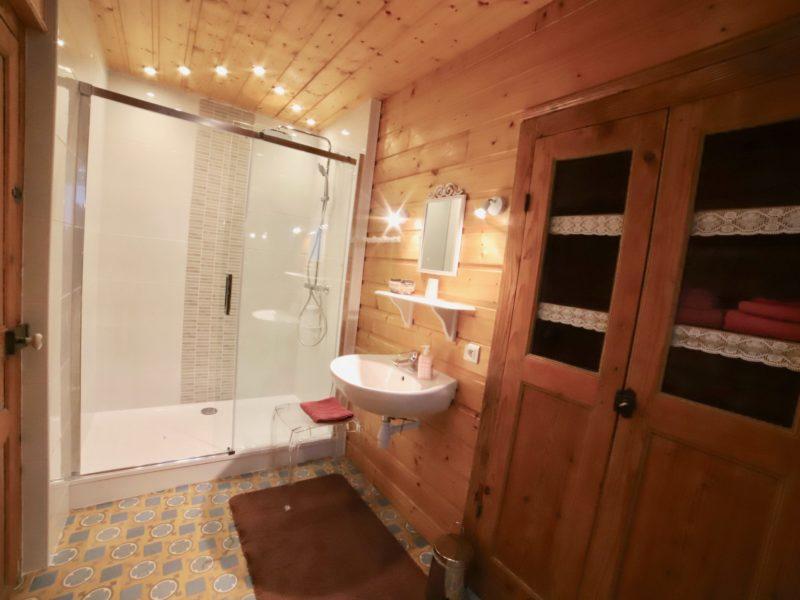 """Immense Salle de bains à l'italienne de la chambre """"La Campagnarde"""""""